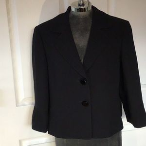 Tahari swing cropped black jacket. Sz 14